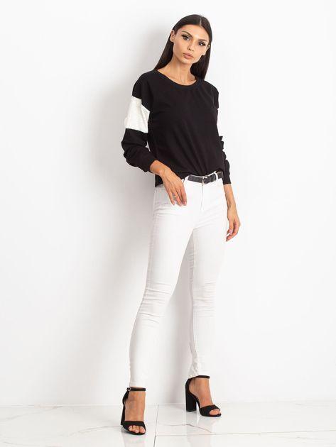 Czarna bluza z futerkowymi wstawkami na ramionach                              zdj.                              5