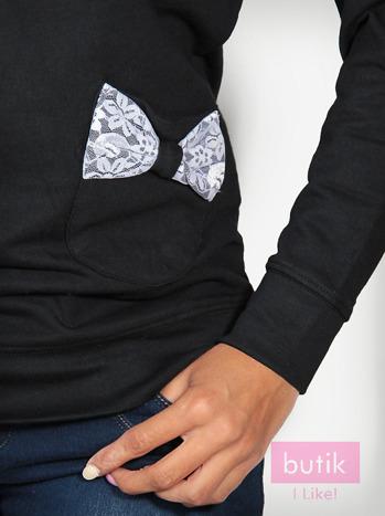 Czarna bluza z kieszonkami ozdobionymi kokardkami                                  zdj.                                  3