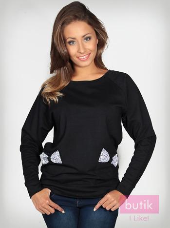 Czarna bluza z kieszonkami ozdobionymi kokardkami                                  zdj.                                  5