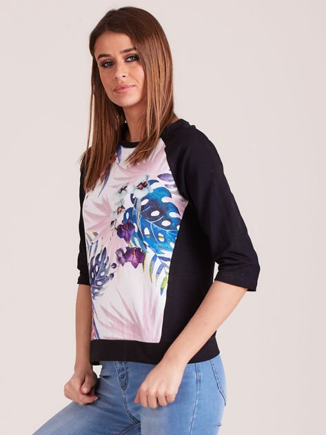 Czarna bluza z motywem egzotycznych roślin                              zdj.                              2
