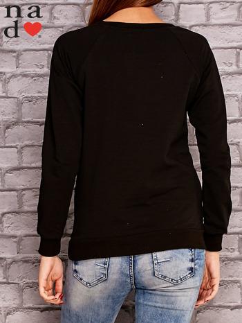 Czarna bluza z ornamentowym nadrukiem                              zdj.                              4