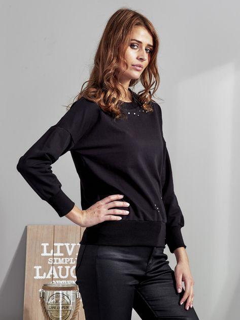 Czarna bluza z rozcięciami i perełkami                              zdj.                              5