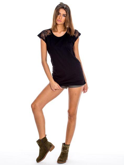 Czarna bluzka damska z ażurowaniem na rękawach                              zdj.                              4