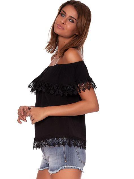 Czarna bluzka hiszpanka z koronkową falbaną                              zdj.                              3