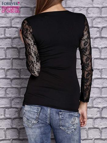 Czarna bluzka z ażurowymi rękawami                                  zdj.                                  4