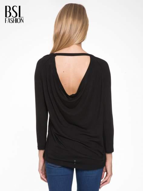 Czarna bluzka z dekoltem na plecach                                  zdj.                                  4