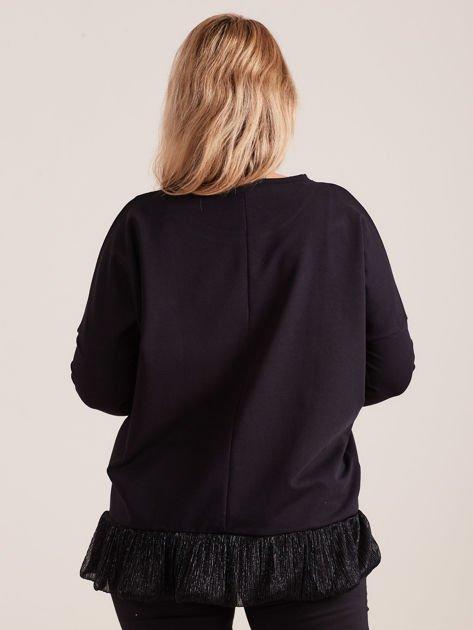 Czarna bluzka z falbanką PLUS SIZE                              zdj.                              2