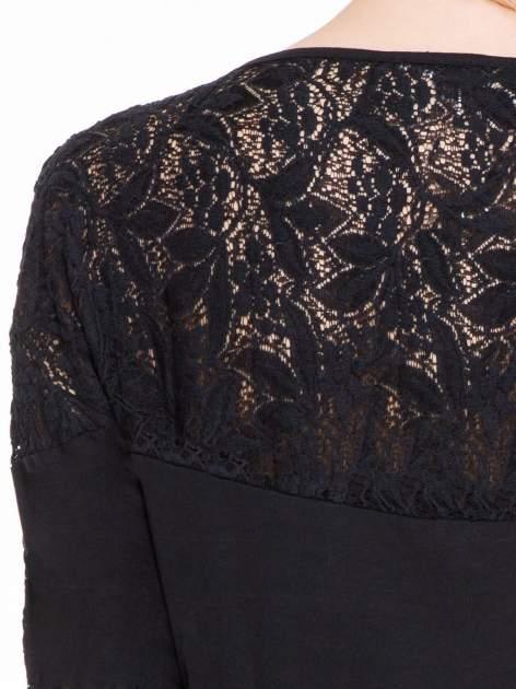 Czarna bluzka z koronkową wstawką na rękawach i z tyłu                                  zdj.                                  7