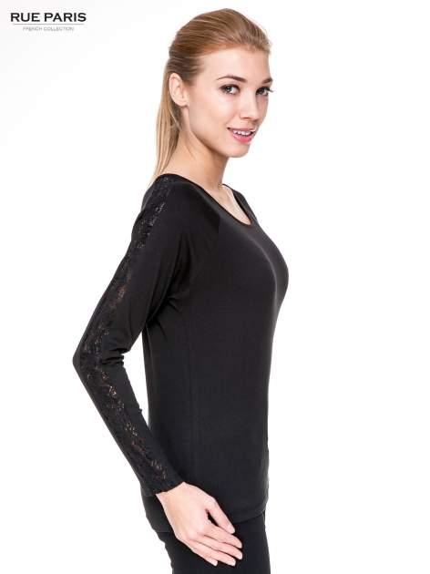 Czarna bluzka z koronkową wstawką wzdłuż rękawów                                  zdj.                                  3