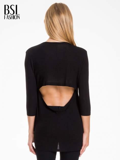 Czarna bluzka z nadrukiem bordowych gwiazdek                              zdj.                              4