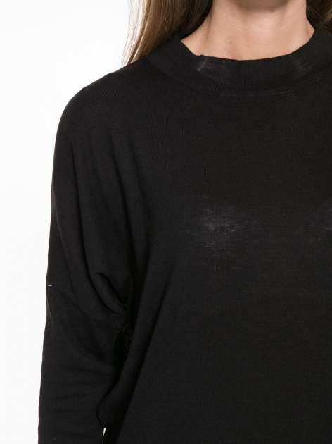 Czarna bluzka z obniżoną linią ramion                                  zdj.                                  6