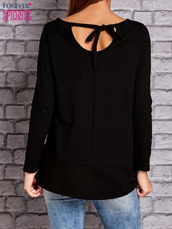 Czarna bluzka z wiązaniem na plecach                                  zdj.                                  4