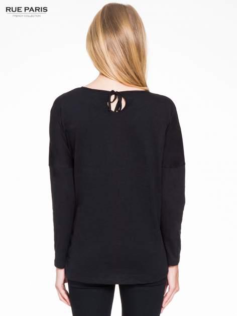 Czarna bluzka z wiązanym oczkiem z tyłu                                  zdj.                                  4
