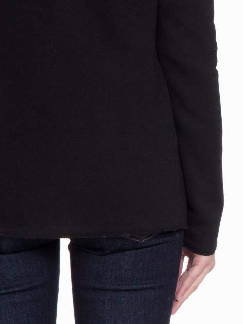 Czarna bluzonarzutka z klapami o kroju waterfall                                  zdj.                                  9