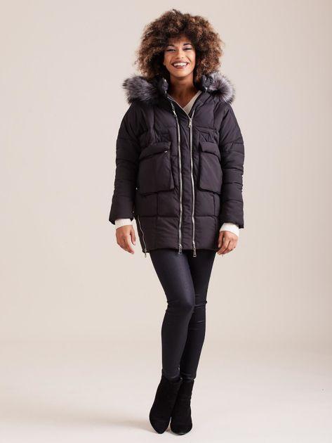 Czarna damska kurtka zimowa                              zdj.                              4