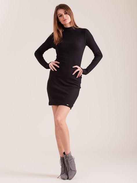 Czarna dopasowana sukienka z półgolfem                              zdj.                              4