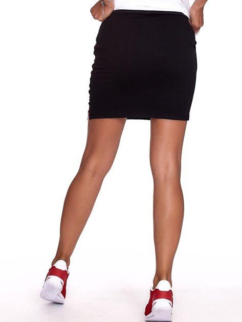 Czarna dresowa spódnica mini z kieszeniami i paskami                              zdj.                              2