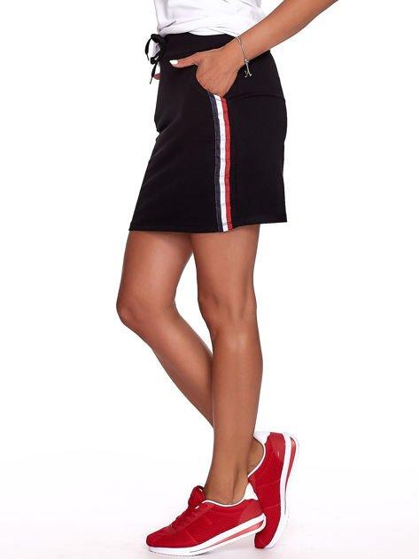 Czarna dresowa spódnica mini z kieszeniami i paskami                              zdj.                              5