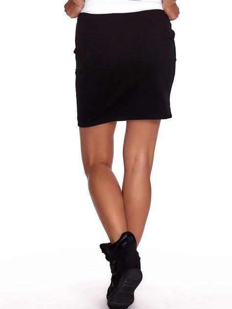 Czarna dresowa spódnica z kieszeniami i perełkami                              zdj.                              2
