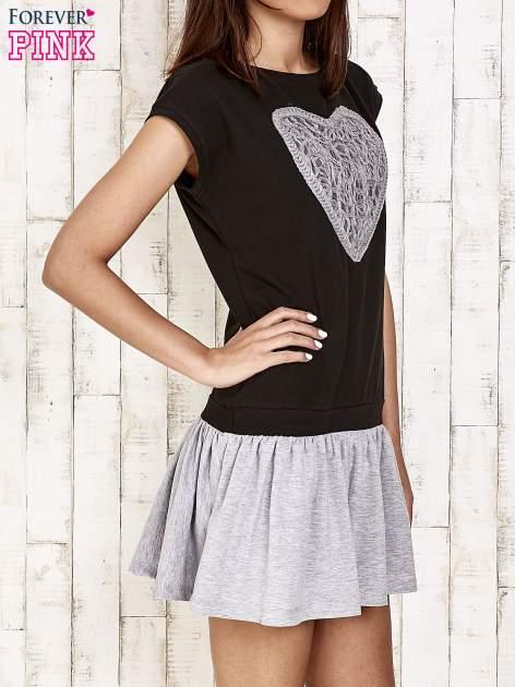Czarna dresowa sukienka tenisowa z sercem                                  zdj.                                  3