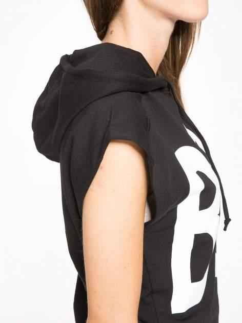 Czarna dresowa sukienka z kapturem i falbaną na dole z napisem BSL                                  zdj.                                  6