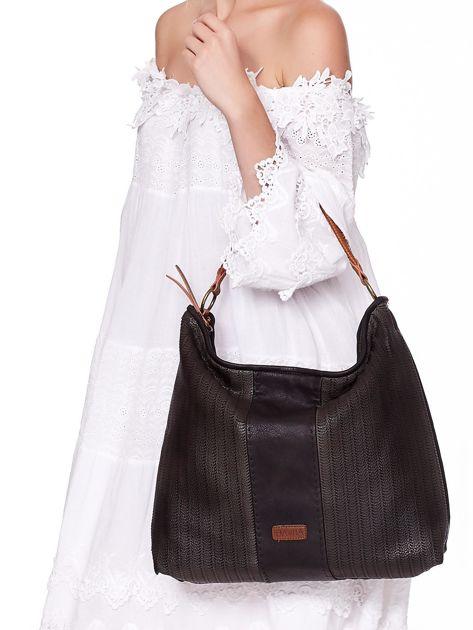 Czarna duża torba z ażurowaniem i odpinanym paskiem