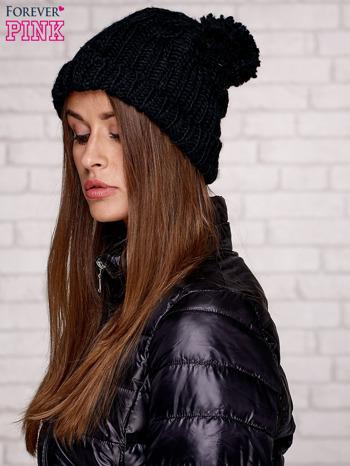 Czarna dziergana czapka z pomponem                                  zdj.                                  3