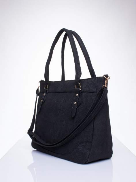 Czarna fakturowana torba miejska z odpinanym paskiem                                  zdj.                                  2