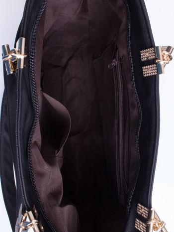 Czarna fakturowana torebka damska ze złotymi okuciami                                  zdj.                                  6