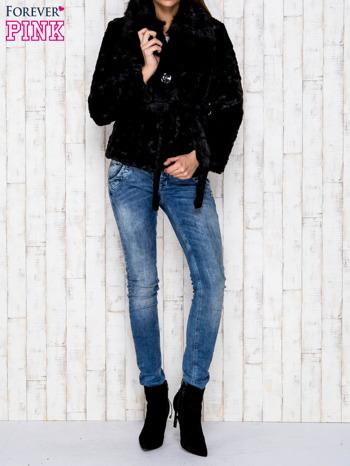 Czarna futrzana kurtka z wiązaniem                                  zdj.                                  5