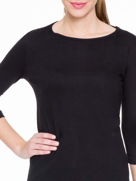 Czarna gładka bluzka z dłuższym tyłem                                  zdj.                                  5