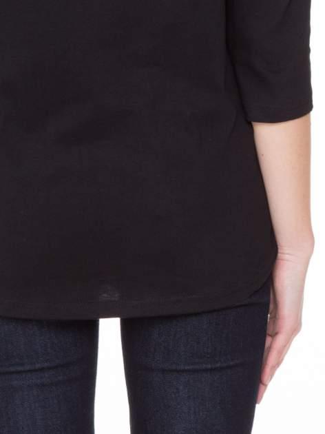 Czarna gładka bluzka z ozdobnymi przeszyciami                                  zdj.                                  6