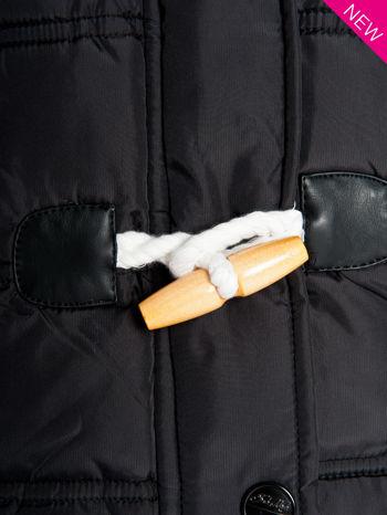 Czarna kamizelka puchowa z kapturem z zapięciem w stylu budrysówki                                  zdj.                                  4
