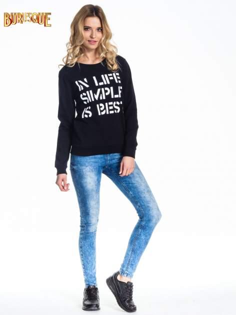 Czarna klasyczna bluza damska z napisem IN LIFE SIMPLE IS BEST                                  zdj.                                  2