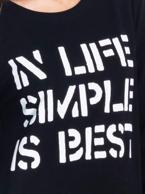 Czarna klasyczna bluza damska z napisem IN LIFE SIMPLE IS BEST                                  zdj.                                  5