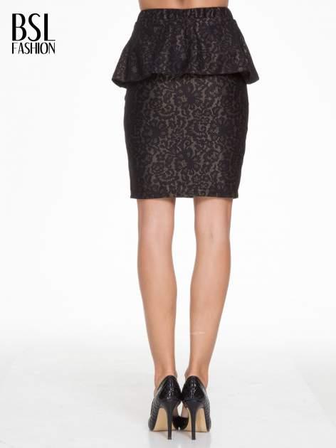 Czarna koronkowa mini spódnica z baskinką                                  zdj.                                  4