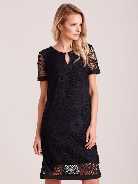 Czarna koronkowa sukienka z wycięciem                              zdj.                              1