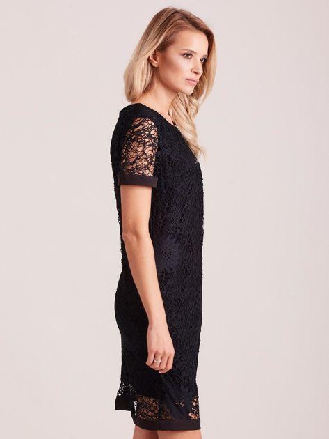 Czarna koronkowa sukienka z wycięciem                              zdj.                              3