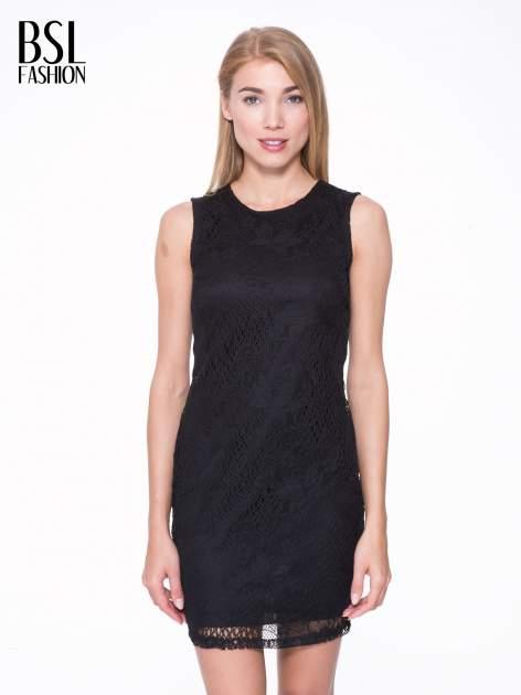 Czarna koronkowa sukienka z wycięciem na plecach