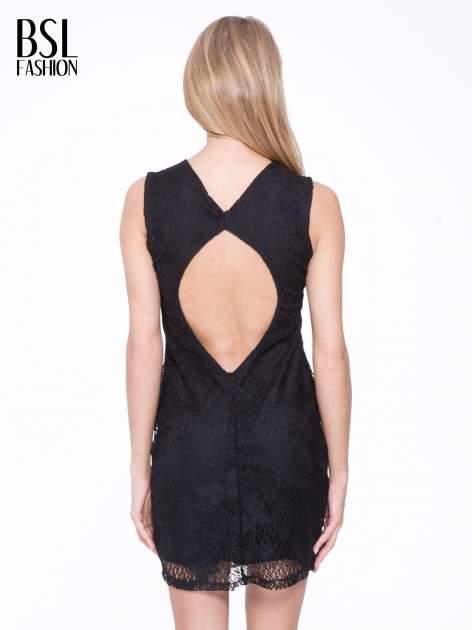 Czarna koronkowa sukienka z wycięciem na plecach                                  zdj.                                  2