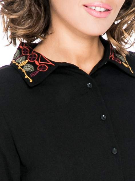 Czarna koszula z haftowanym kołnierzykiem                                  zdj.                                  8