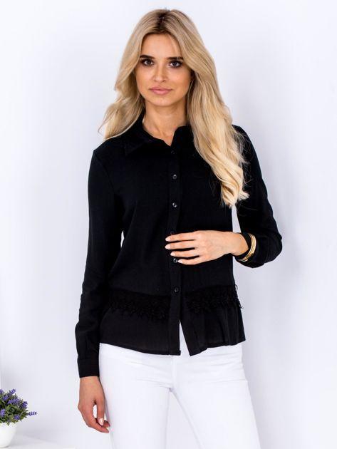 Czarna koszula z koronkową lamówką                              zdj.                              1