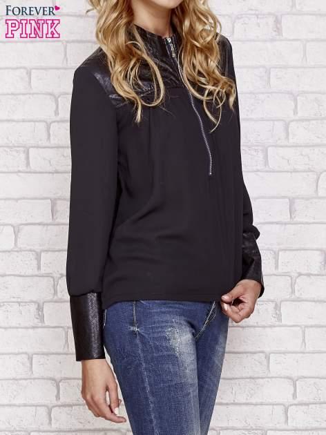 Czarna koszula ze skórzanymi pikowanymi wstawkami                                  zdj.                                  3