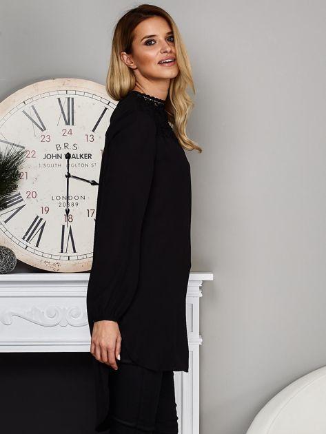 Czarna koszulowa tunika z koronką                              zdj.                              5