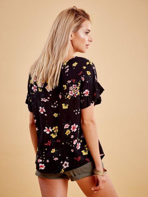 Czarna kwiatowa bluzka z falbanami na rękawach                              zdj.                              2