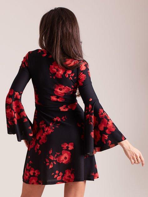 Czarna kwiatowa sukienka z rozszerzanymi rękawami                                  zdj.                                  2