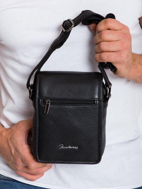Czarna mała męska torba z klapką                              zdj.                              1