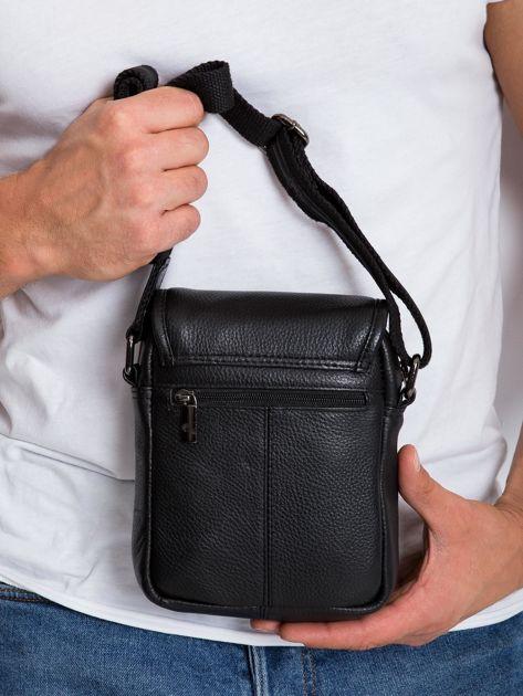 Czarna mała męska torba z klapką                              zdj.                              5