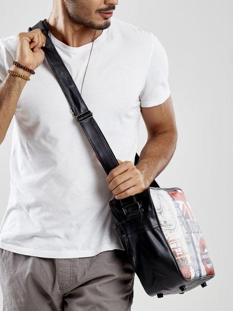 Czarna męska torba na ramię z nadrukiem                              zdj.                              2