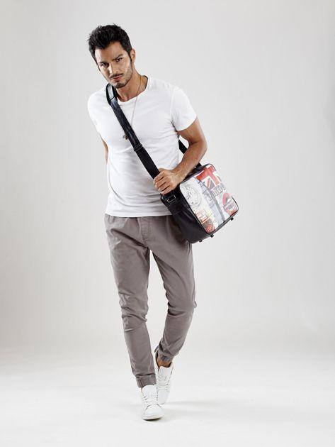 Czarna męska torba na ramię z nadrukiem                              zdj.                              3